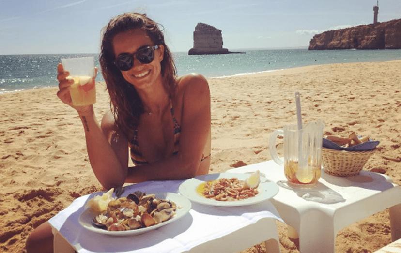A apresentadora também já esteve de férias no Algarve, aproveitando os dias quentes na praia.
