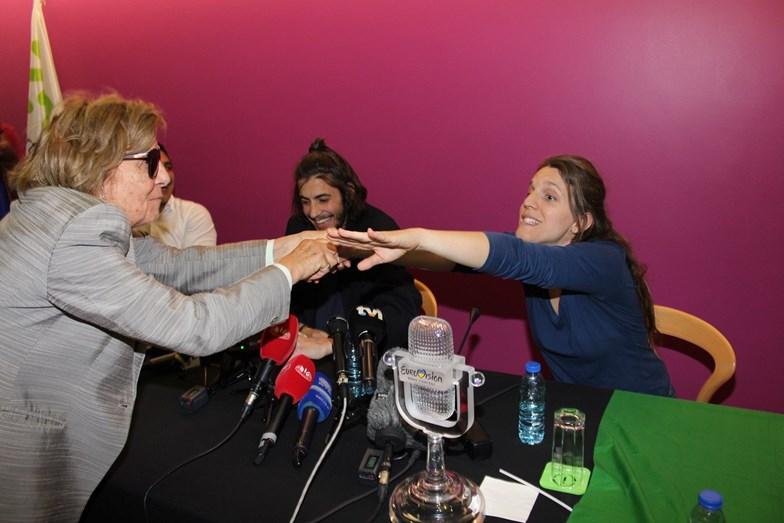 Luísa Cabral avó de Salvador e Luísa Sobral não faltou à chegada dos netos ao aeroporto