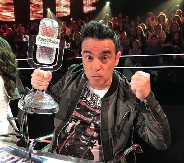 Pedro Tochas não perdeu a oportunidade de partilhar uma foto com o prémio de Salvador
