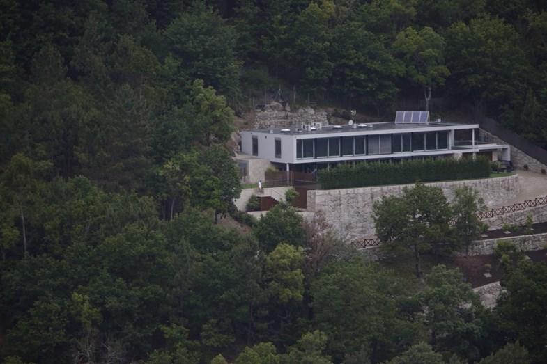 A casa de Cristiano é protegida por uma floresta