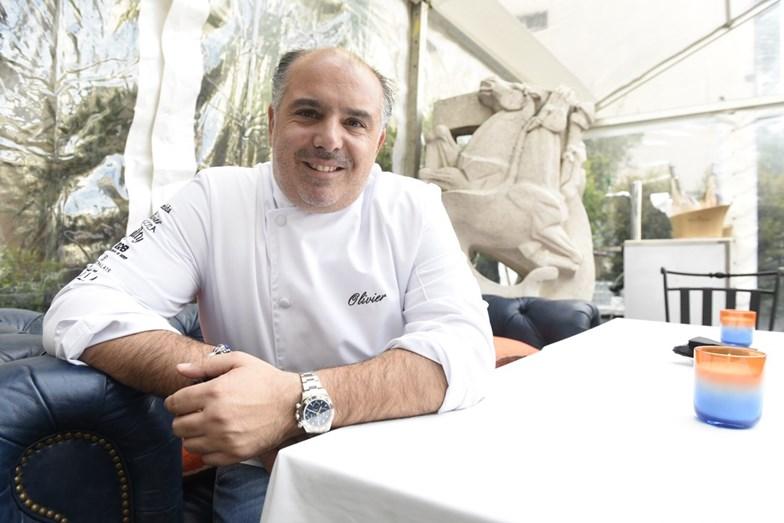 Chef Olivier orgulhoso do novo espaço.