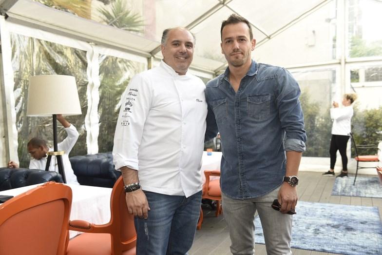 Chef Olivier com o ator e cliente Pedro Teixeira.