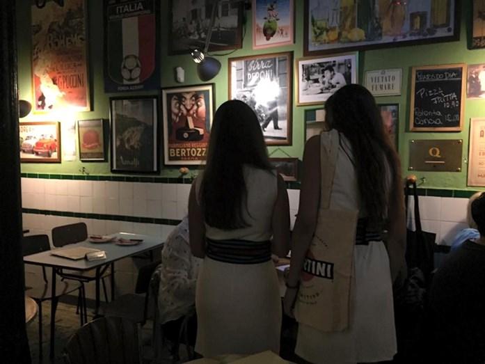 Salvador Sobral diverte-se na noite lisboeta depois de ter vencido o Eurovisão