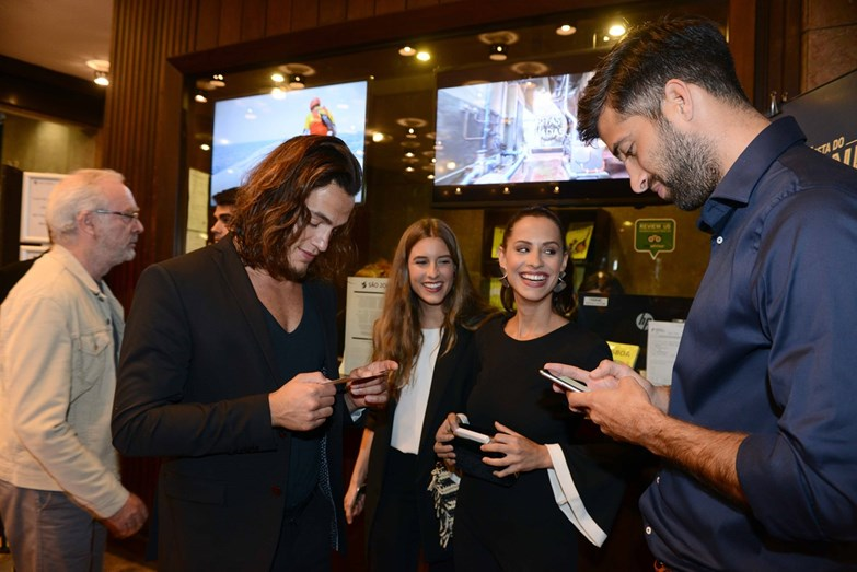 João Mora e Mariana Monteiro com amigos