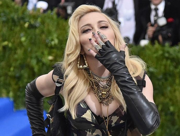 Madonna mostra encantos de Lisboa às filhas adoptivas