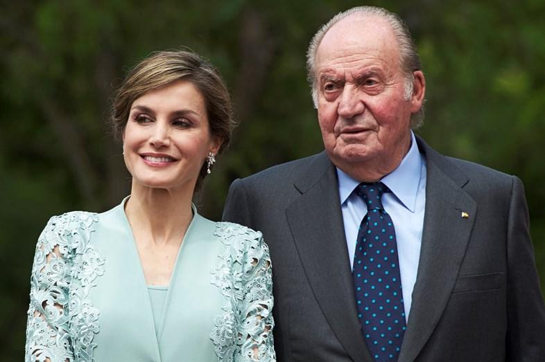 A rainha de Espanha mostrou estar muito próxima do sogro, Juan Carlos