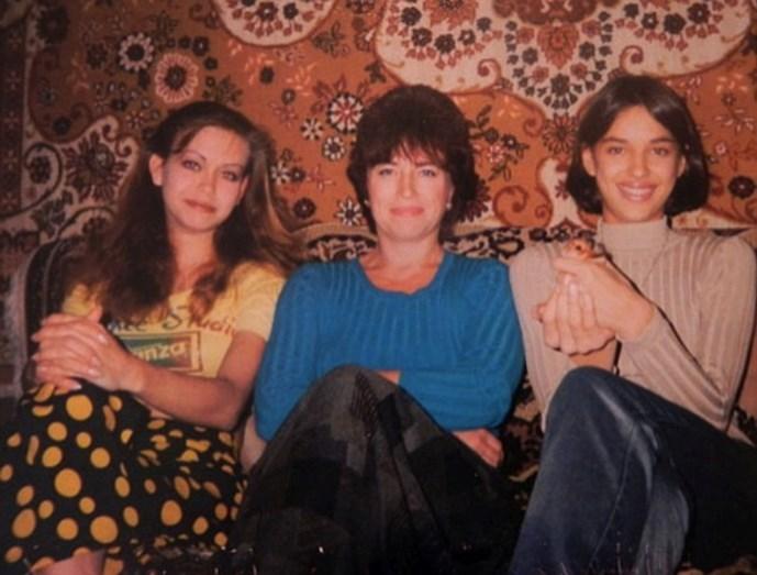 Irina com a mãe e a irmã