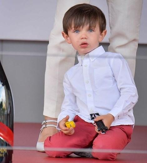 Momentos ternurentos de Charlotte do Mónaco com o filho Raphaël