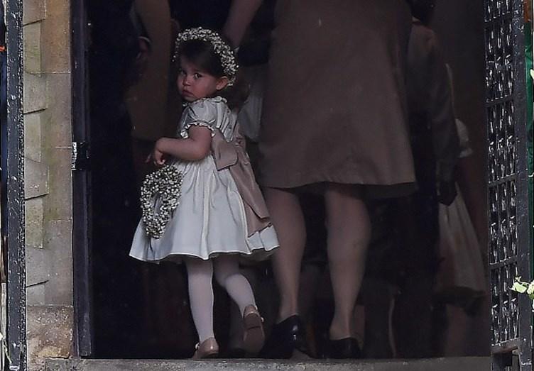 Veja os momentos mais fofos de George e Charlotte no casamento da tia