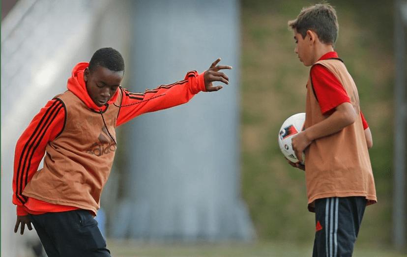 David Banda a treinar na Academia do Benfica, no Seixal.