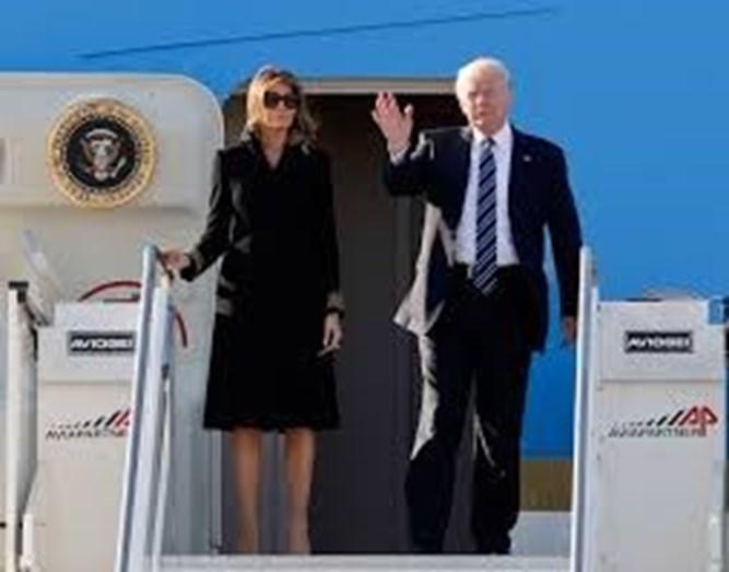 Melania e Donald Trump à chegada a Roma. A eslovena mostra-se submissa e faz tudo o que o marido quer. Segundo uma escritora inglesa, o divórcio já está acordado para quando terminar o mandato do empresário americano.