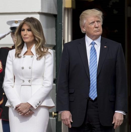 Melania e Donald Trump apresentam-se, quase sempre, com cara de poucos amigos, nas mais diversas ocasiões públicas.