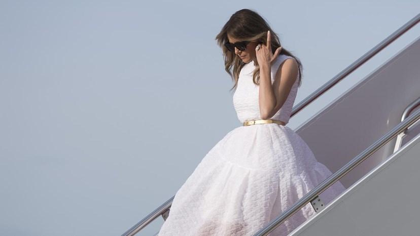 Uma imagem que fala por si: a primeira-dama completamente sozinha.