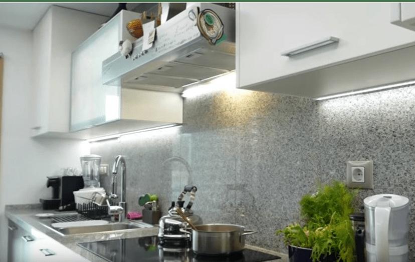 Um aspeto da bancada da cozinha do 'chef' Ljubomir, que deixou que os jornalistas entrarem na sua própria casa.