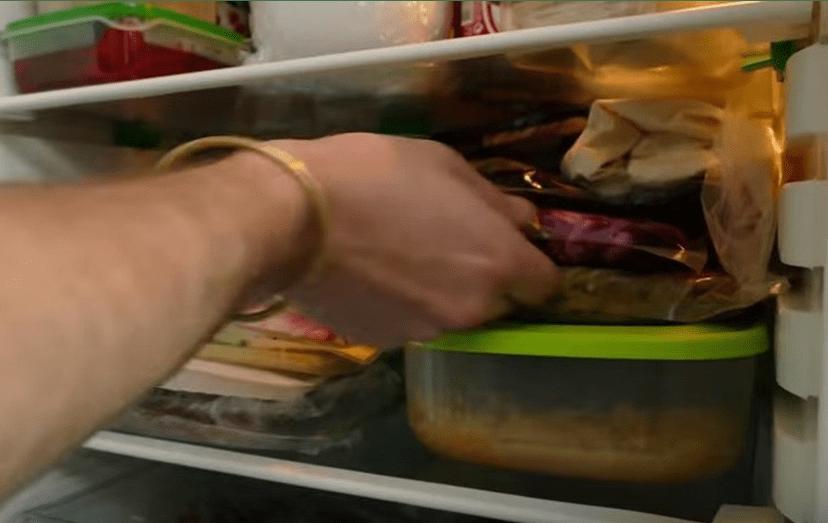 Miudezas e comida tradicional jugoslava também não faltam, no frigorífico de Ljubo.