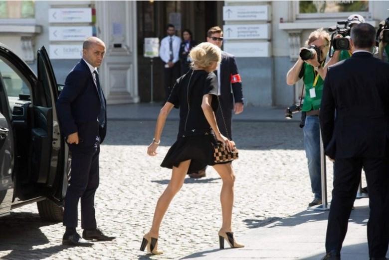 O comprimento da saia está no centro da polémica