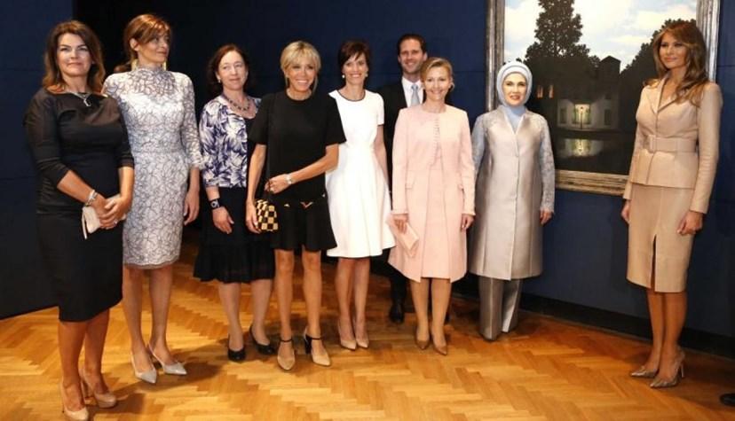 Brigitte Macron foi a única a usar uma saia bem acima do joelho