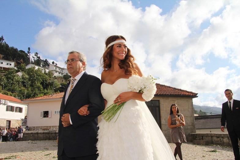 O pai de Sofia, Jorge Barros, que luta atualmente contra um cancro no pulmão. Nesta foto, a atriz está de braço dado com o pai no dia do seu casamento com Ruben Rua