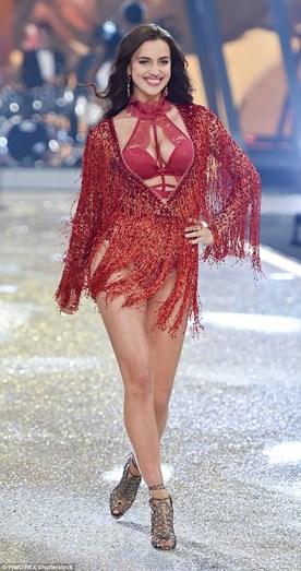 No desfile da Victoria's Secret, Irina tentou que não se percebesse a gravidez