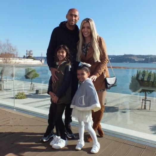Luisão com a mulher, Brenda Mattar, e as filhas, Sophia e Valentina