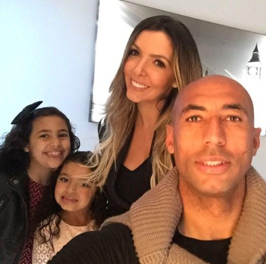 O capitão do Benfica com as filhas, Sophia e Valentina e a mulher, Brenda