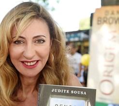 Judite Sousa rodeada de admiradores em sessão de autógrafos na 'Feira do Livro de Lisboa'