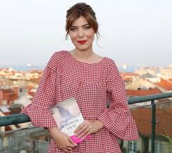 O primeiro romance de Raquel Strada