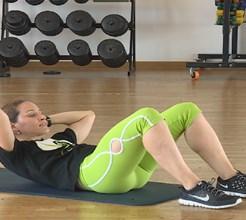 Plano de treino para o verão: semana 8, exercício 5: combinado de abdominais