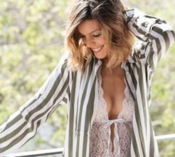 Ousada, Andreia Rodrigues mostra-se em lingerie antes do casamento