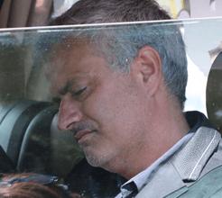 Pai de Mourinho sepultado com filha que teve morte brutal