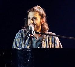 Salvador Sobral choca em concerto solidário que uniu os portugueses
