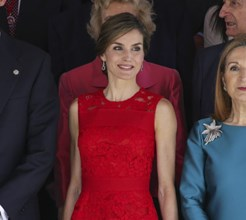 Vermelho: a cor da rainha Letizia