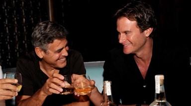 Marca de George Clooney e Rande Gerber vendida por 900 milhões de euros