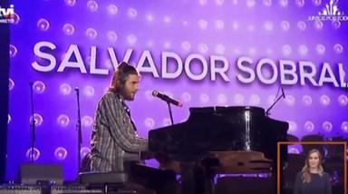 Salvador Sobral goza com público em concerto solidário