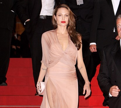 Angelina Jolie: 42 anos, 42 vestidos