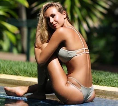 Sofia Arruda mostra corpo de sonho e aquece redes socais