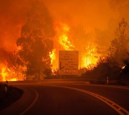 Marcelo Reage. Pedrógão Grande está cercado pelas chamas. Deputados e jornalistas presos na vila