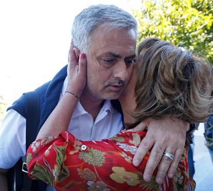 Mourinho passeia nas ruas de Setúbal com pai doente