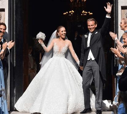 Herdeira do império Swarovski casa-se com vestido de 800 mil euros