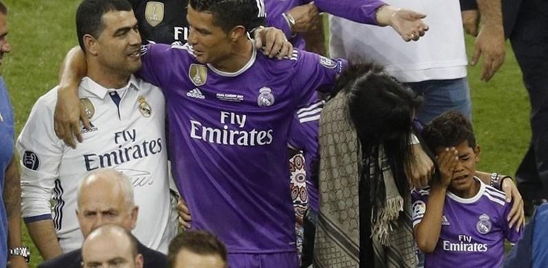 Ronaldo mima Cristianinho, que agora é o irmão mais velho
