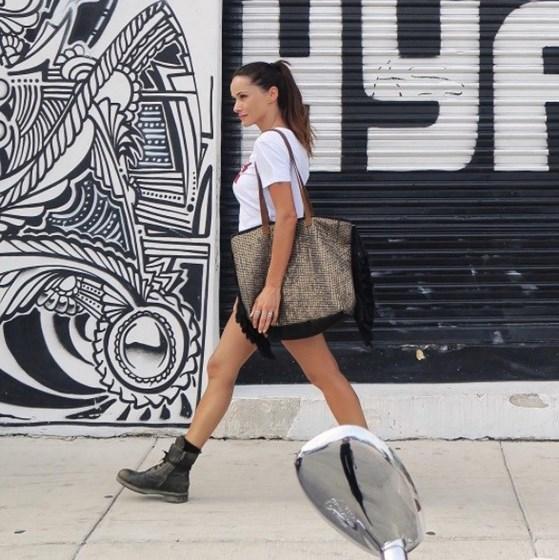 Helena Costa refugia-se em Miami e mostra corpo de sonho