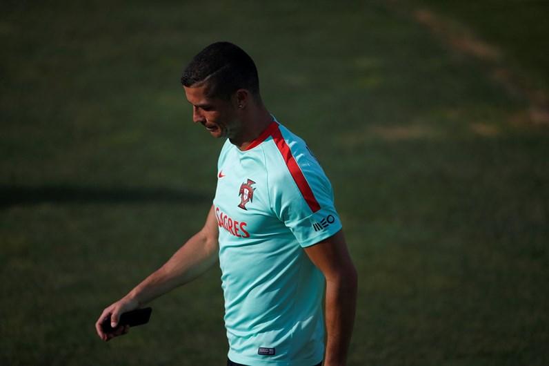 Cristiano Ronaldo voltou aos treinos depois de ter sido pai de gémeos