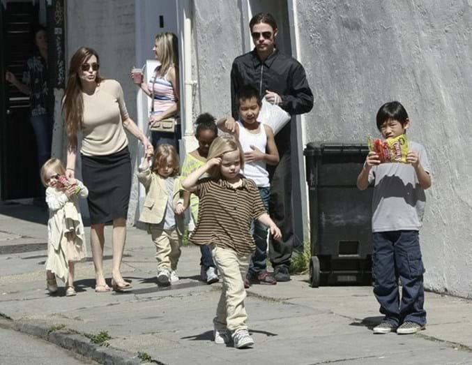 A atriz com o filhos