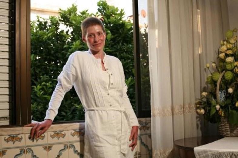 A atriz, em casa da mãe, durante o processo de recuperação