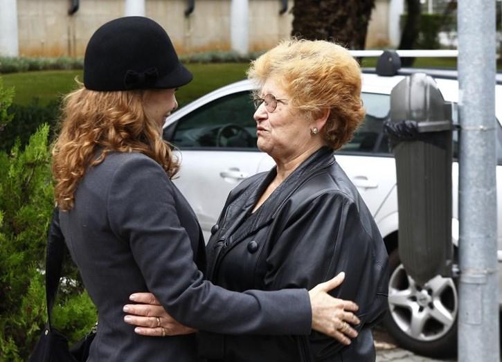 Sónia Brazão durante o processo em tribunal, com a mãe, Nelsa Fonseca