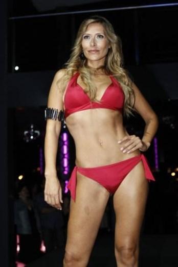 Sónia Brazão, em 2009, a desfilar de biquíni