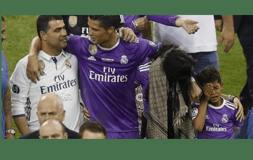 Ronaldo com o irmão, Hugo, e Cristianinho, e a namorada, Gio, após a vitória do Real Madrid na Liga dos Campeões.