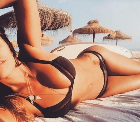 Com os dias de calor a chegar, a atriz gosta de exibir o corpo na praia