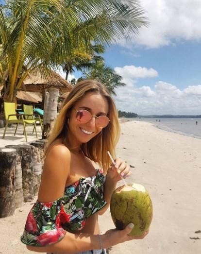 Sofia rendida à água de coco