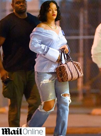 A cantora Rihanna volta a causar polémica